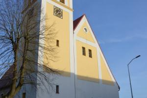 Adoracja w kościele w czasie trwania pandemii COVID-19
